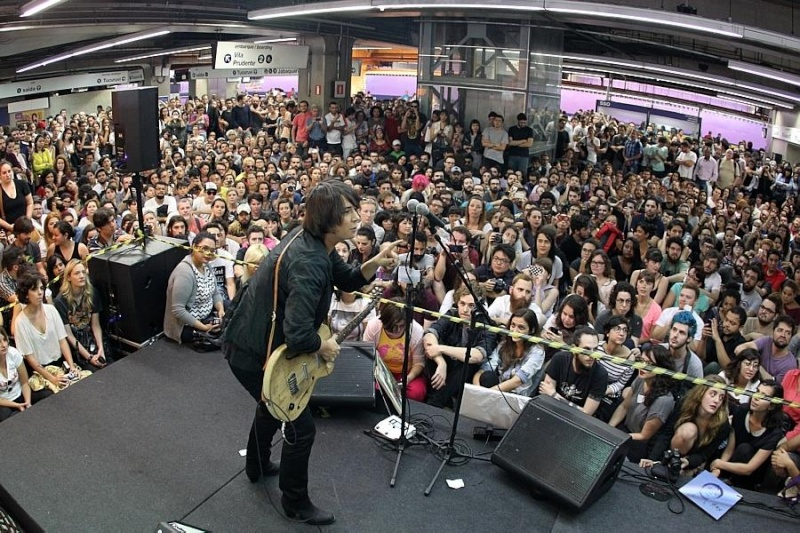 11/27/14 - São Paulo, Brasil, Estação Paraíso do Metro 13210