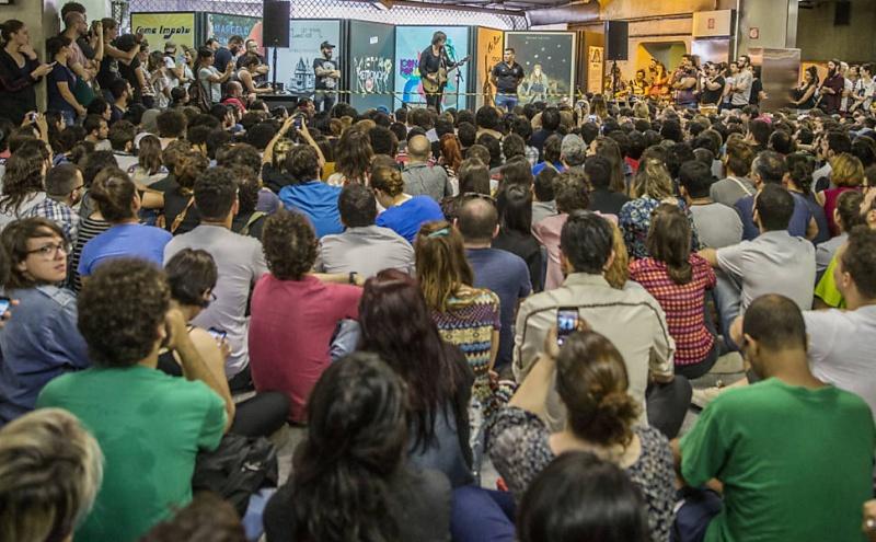 11/27/14 - São Paulo, Brasil, Estação Paraíso do Metro 1416