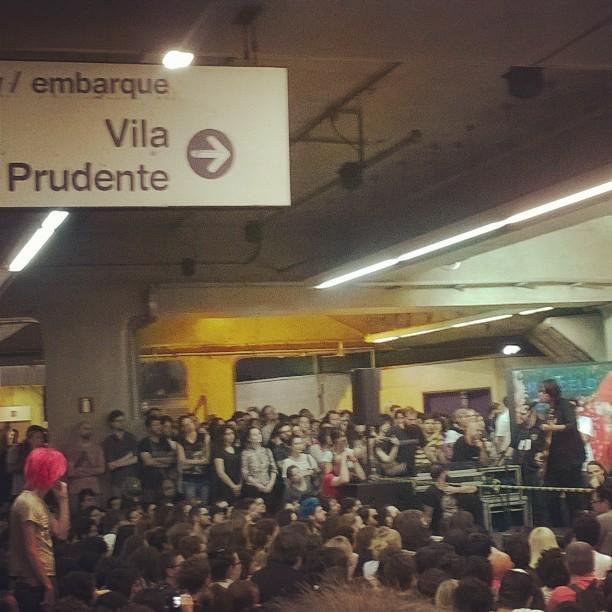 11/27/14 - São Paulo, Brasil, Estação Paraíso do Metro 15110