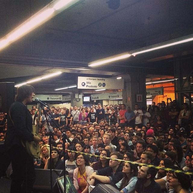 11/27/14 - São Paulo, Brasil, Estação Paraíso do Metro 15310