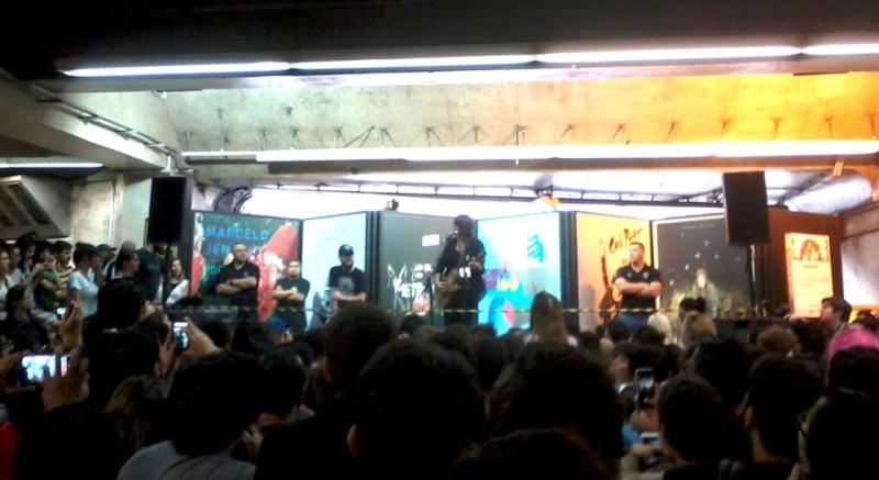 11/27/14 - São Paulo, Brasil, Estação Paraíso do Metro 15910