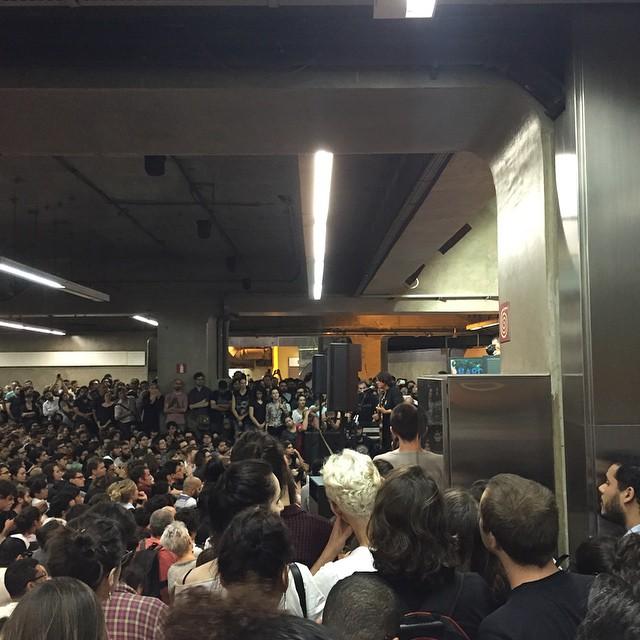 11/27/14 - São Paulo, Brasil, Estação Paraíso do Metro 4413
