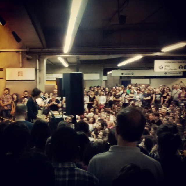 11/27/14 - São Paulo, Brasil, Estação Paraíso do Metro 4513
