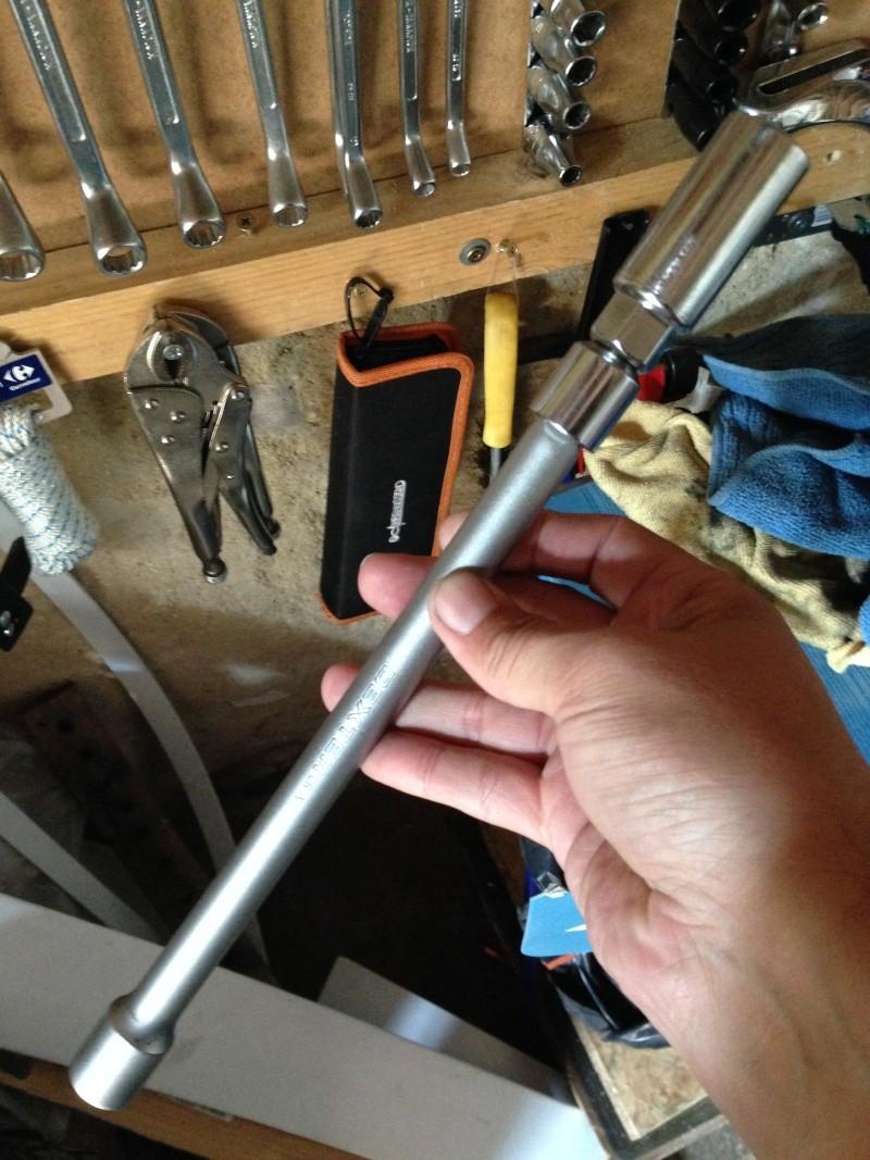 moteur - ou trouver une clé a bougie pour ce moteur ? 71210