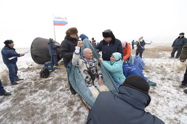 Vol spatial d'Alexander Gerst / Expedition 40 et 41 - BLUE DOT / Soyouz TMA-13M 10806310