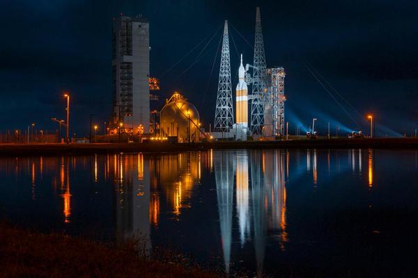 ORION EFT-1 /Premier vol  spatial (5 décembre 2014) B4frnq10
