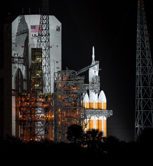 ORION EFT-1 /Premier vol  spatial (5 décembre 2014) B4ftdw11