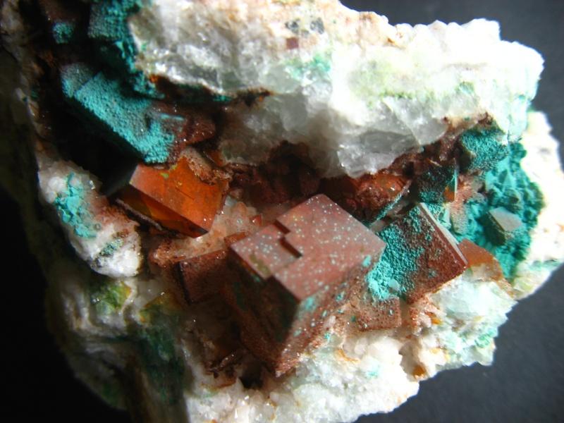 Différentes fluorites de la mine CLARA 04610