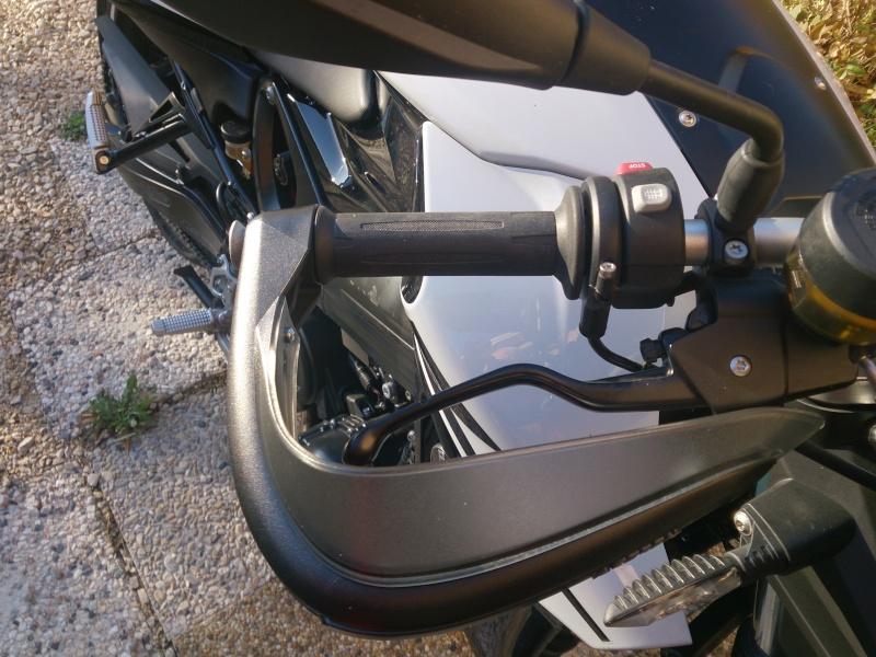 Adapter des protèges-mains de R1150GS sur notre F800R Dsc_3312