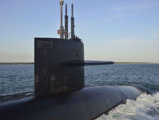 Nữ thủy thủ trên tàu ngầm Mỹ bị quay lén khi tắm 63553211