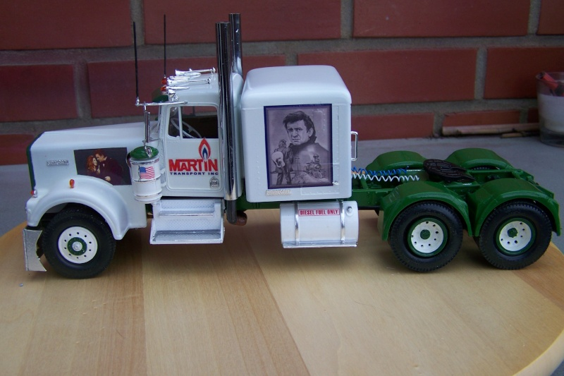 Kenworth W-900 mit Johnny Cash Decals 100_3810