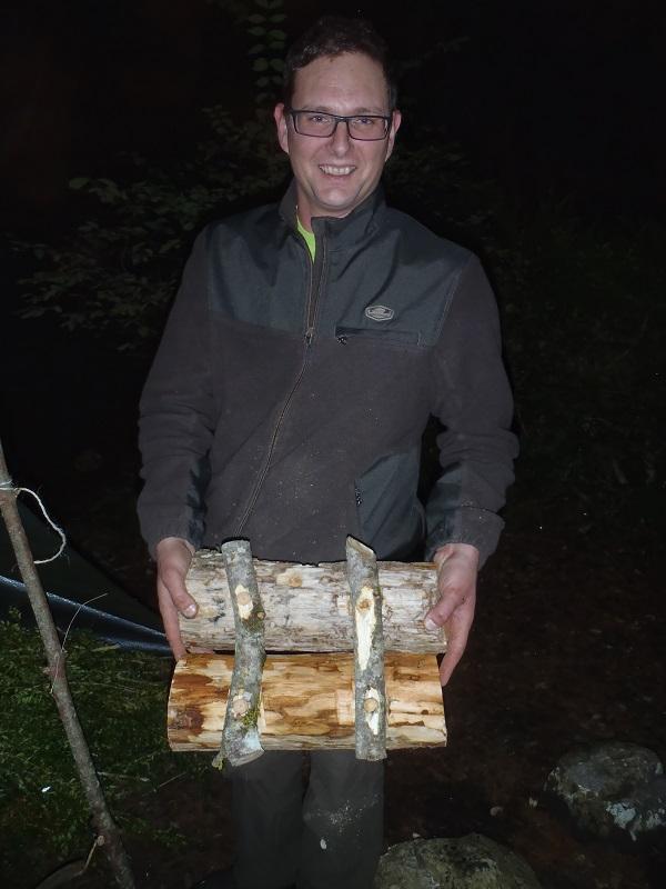 Cuisine d'un jambon de sanglier au fond des bois Pb152612