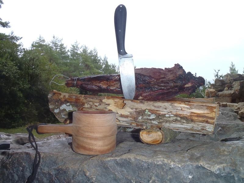 Cuisine d'un jambon de sanglier au fond des bois Pb162610