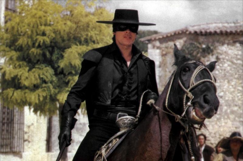 Une petite présentation qui s'impose. Zorro-12
