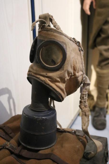 Des masques a gaz Img_8412
