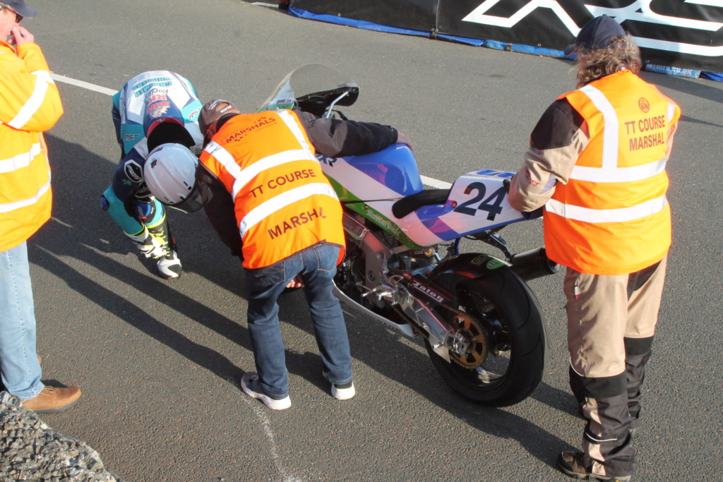 [Road racing] Classic TT/ Manx GP 2019  - Page 6 Img_8128