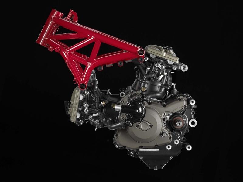 LC4 640 Racer... en 3D !!  - Page 2 2104-d10