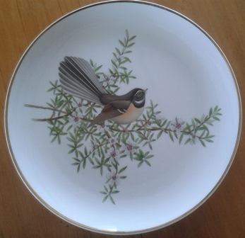 Crown Lynn bird plates Collectors Treasury  Cl_bir10