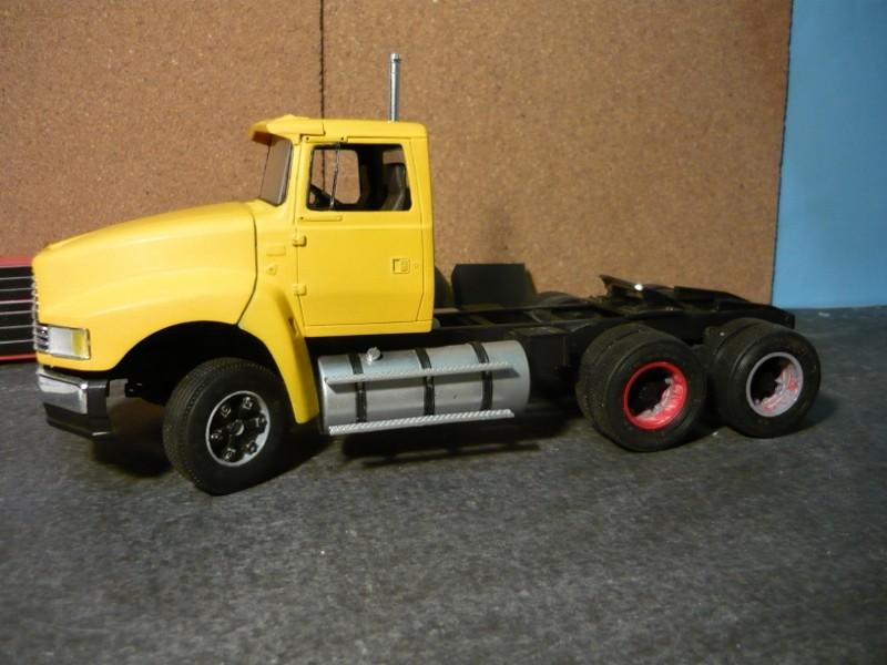 Ford  Aeromax avec fardier 35 tonnes - Page 2 P1120842