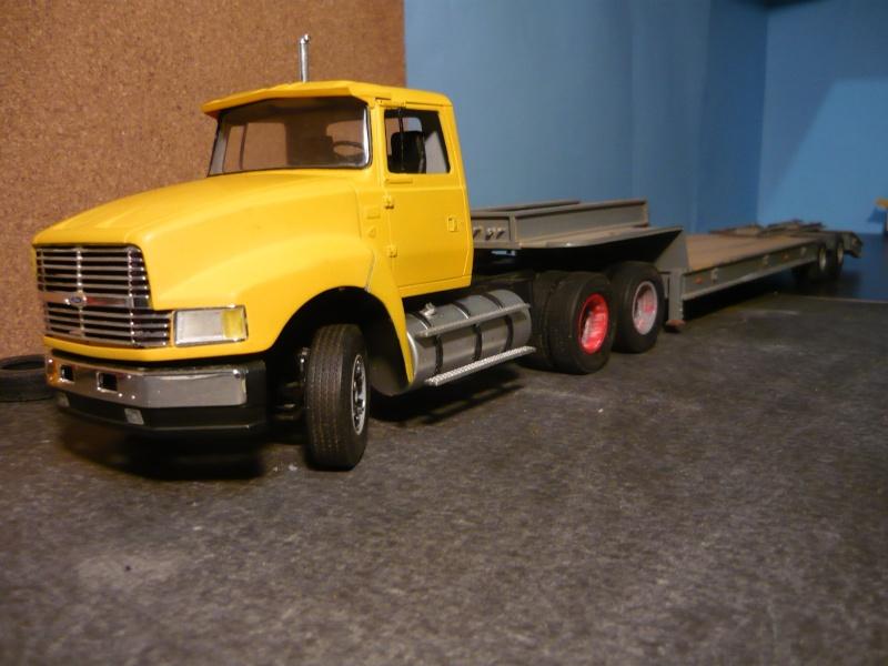Ford  Aeromax avec fardier 35 tonnes - Page 2 P1120844