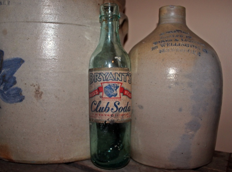Bryant's club soda (fond rond) Bryant10