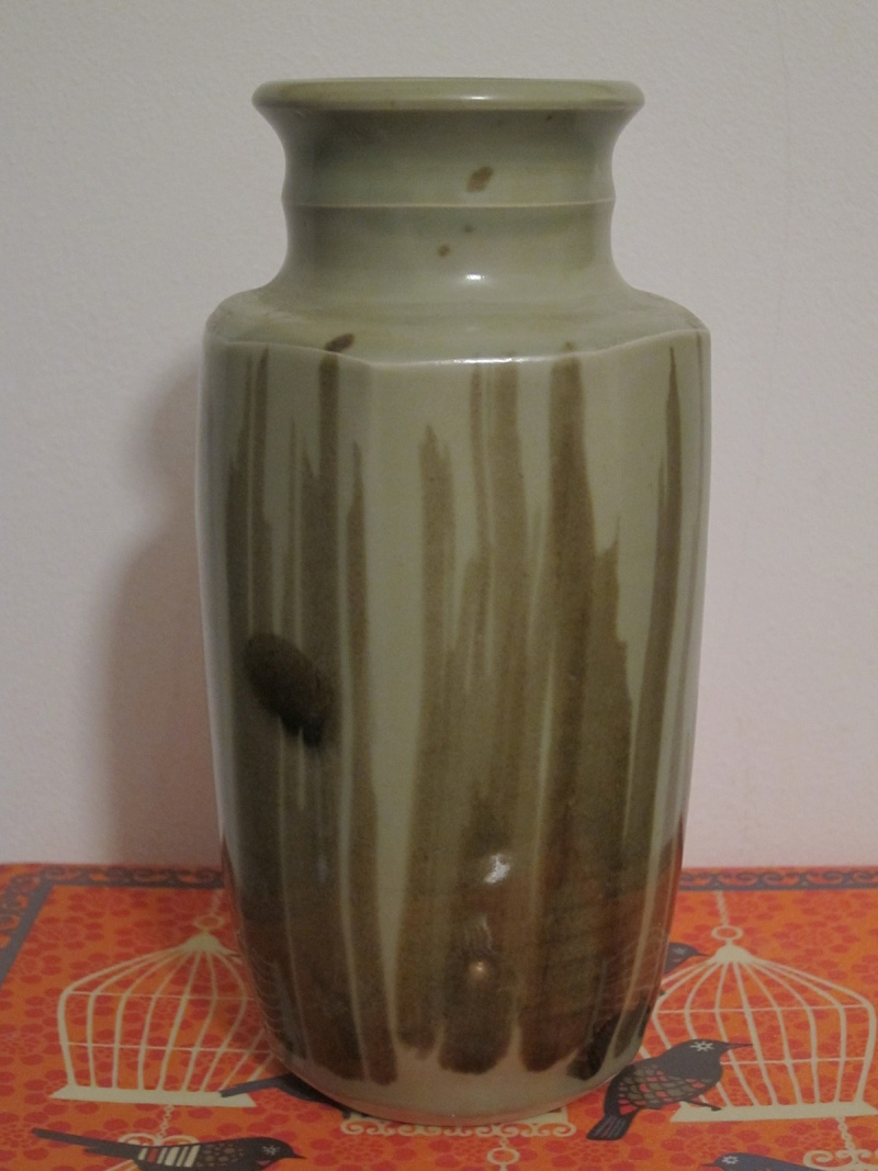 Help to ID maker of vase please Pot_210