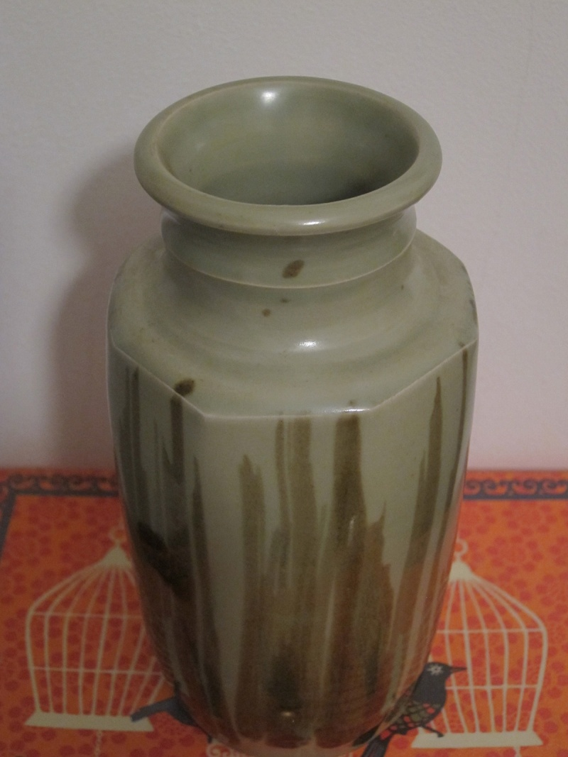 Help to ID maker of vase please Pot_310