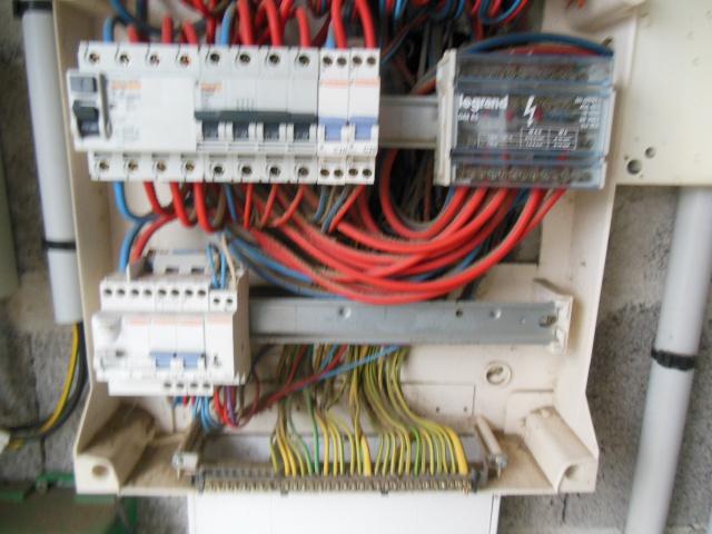 besoin d'aide en electricite Dscn8214