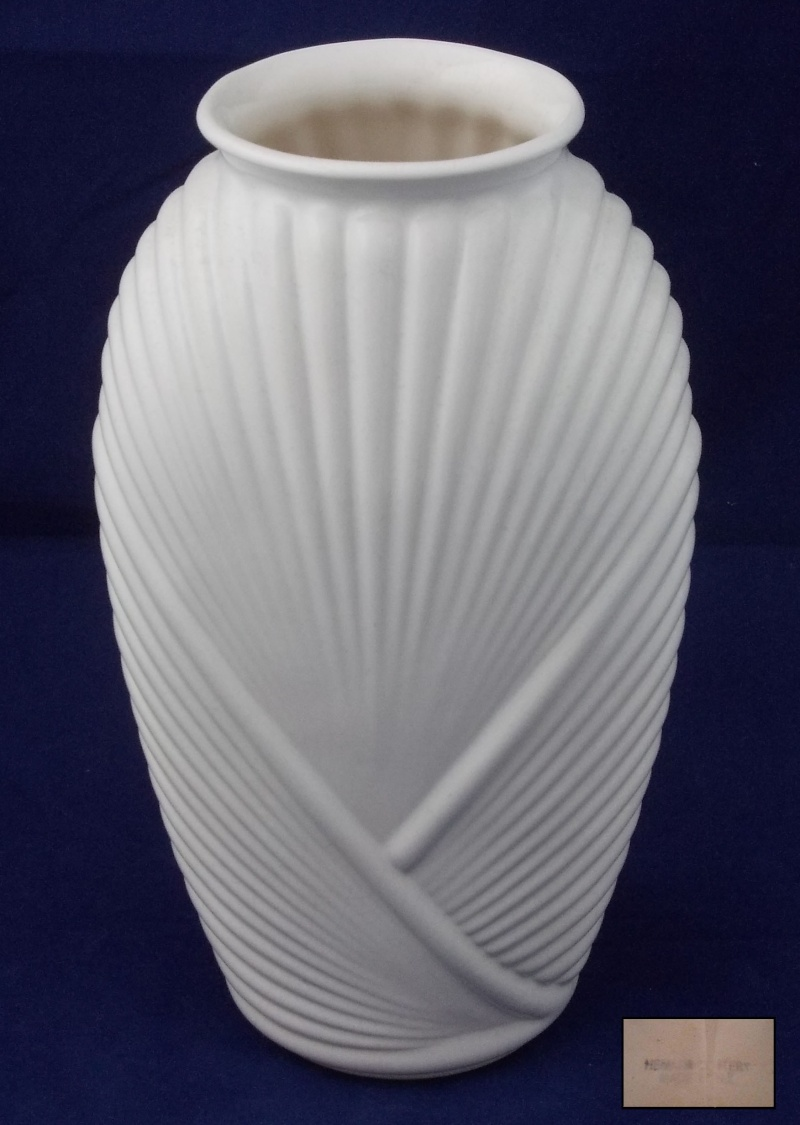 A tall white Hemara Pottery Vase for gallery Hemara10