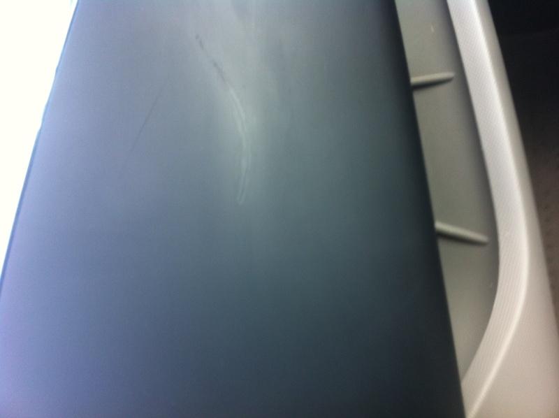 Belle rayure sur tableau de bord en plastique Img_7610