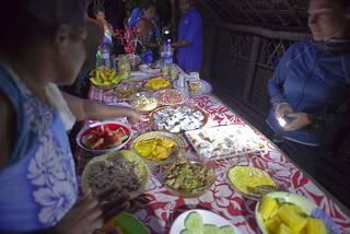Royaume de Mapete/Pule'anga Fakatu'i 'o Mapete - Page 24 Diner_10