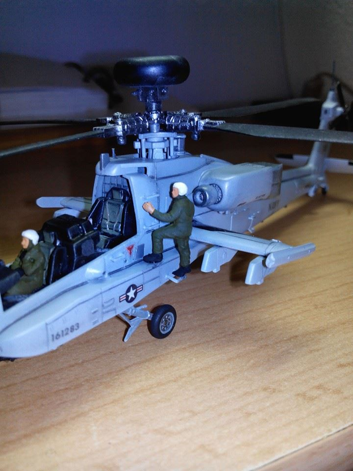 helicoptere APACHE.kit academy au 1/72 - Page 3 10425010