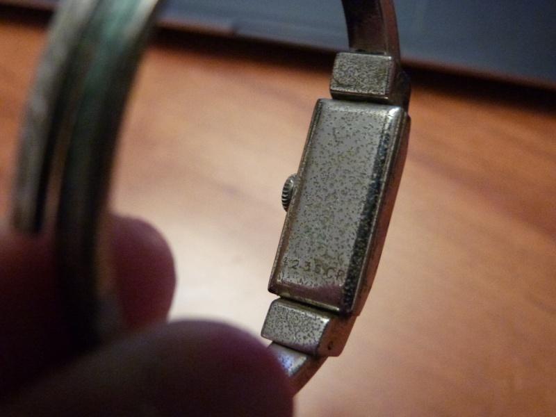 corum - [Postez ICI vos demandes d'IDENTIFICATION et RENSEIGNEMENTS de vos montres] - Page 23 P1050715