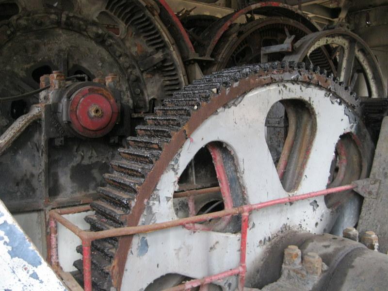 Old drag line crane/shovel Img_3714