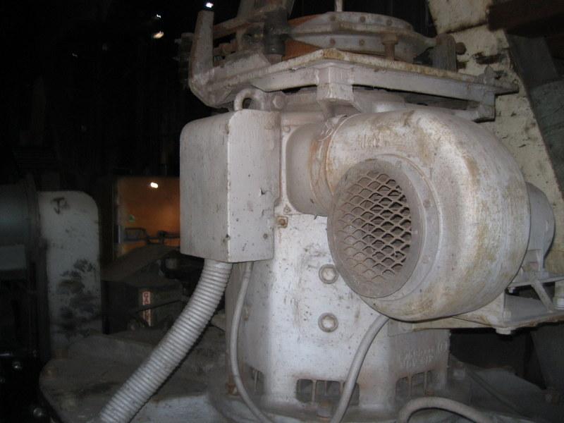 Old drag line crane/shovel Img_3824
