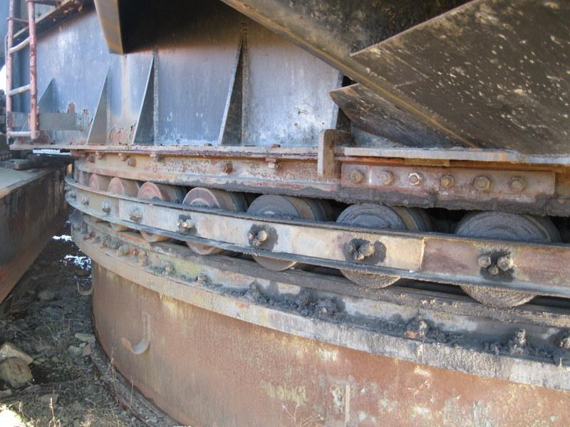 Old drag line crane/shovel Img_3825