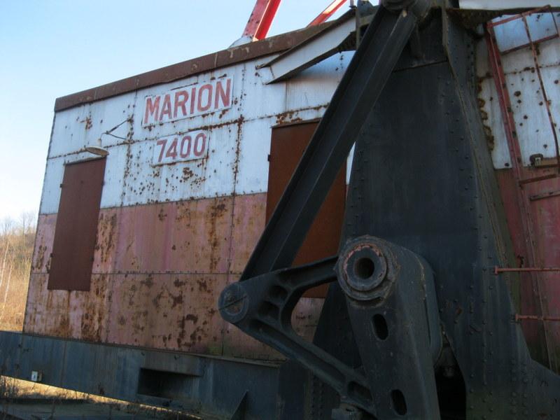 Old drag line crane/shovel Img_3826