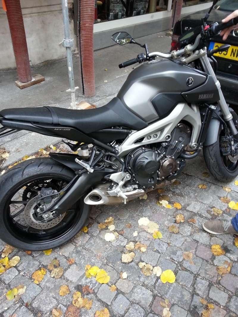 MT 09 MOTO CAGE : Mat Grey noire et rouge ;-) 20141111