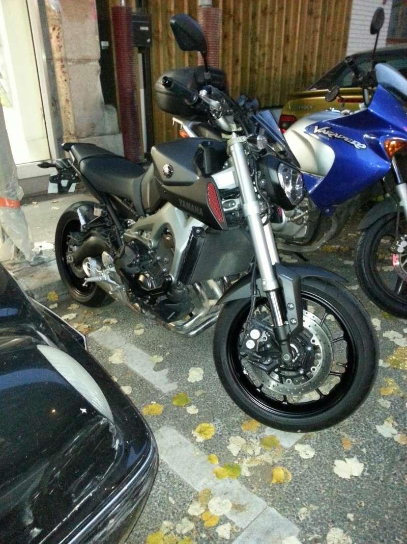 MT 09 MOTO CAGE : Mat Grey noire et rouge ;-) 20141115