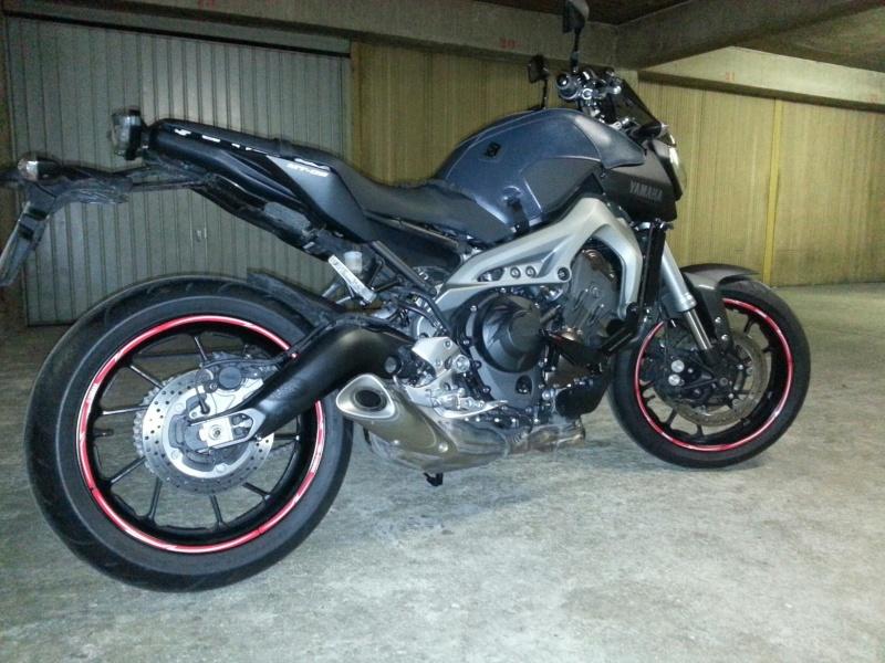 MT 09 MOTO CAGE : Mat Grey noire et rouge ;-) 20141117