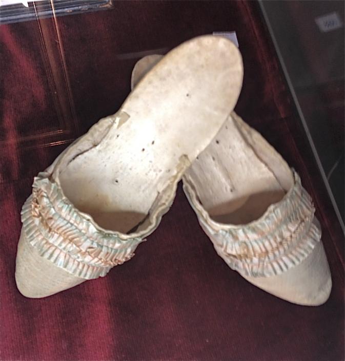 Les souliers et chaussures de Marie-Antoinette  - Page 2 Marie_10