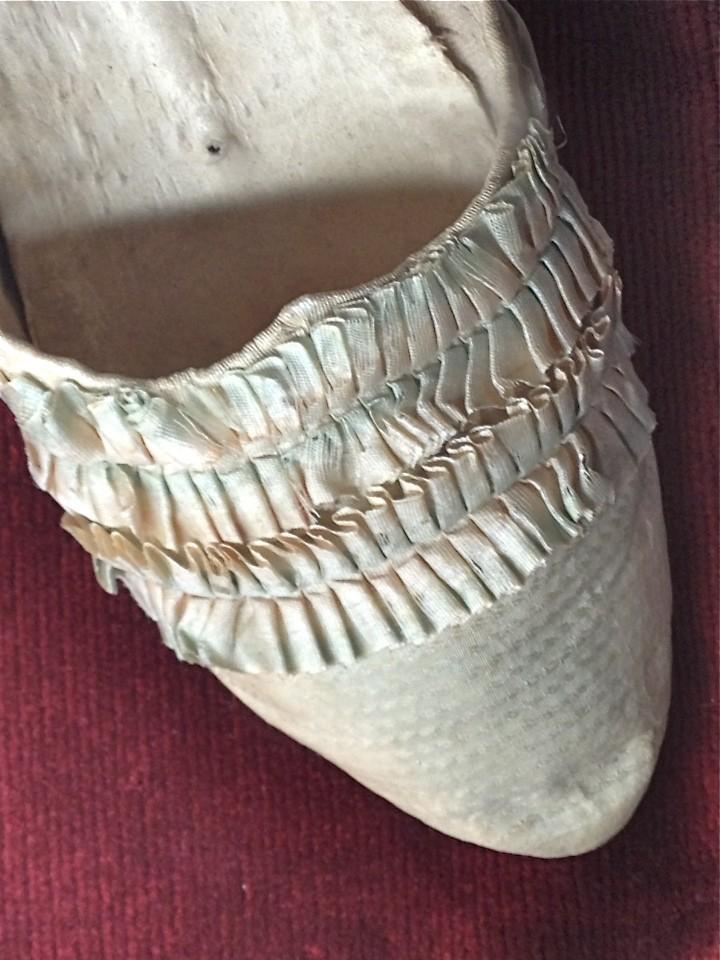 Les souliers et chaussures de Marie-Antoinette  - Page 2 Marie_12