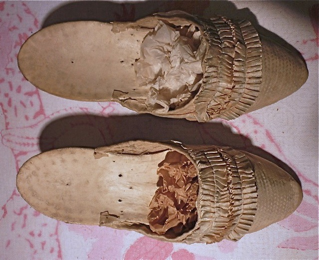 Les souliers et chaussures de Marie-Antoinette  - Page 2 Marie_13