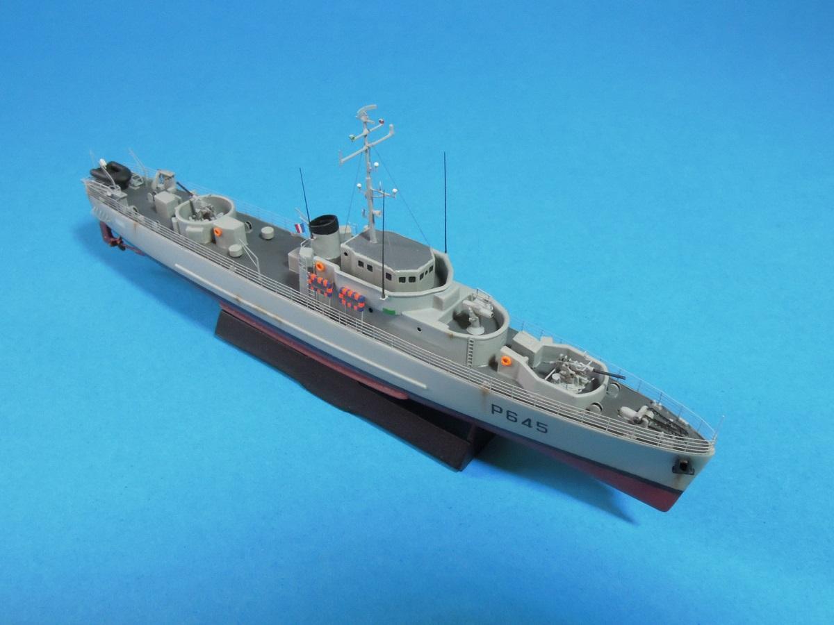 Escorteur côtier L'ALERTE - 1/400 de L'Arsenal  810