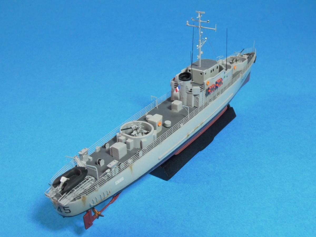 Escorteur côtier L'ALERTE - 1/400 de L'Arsenal  910