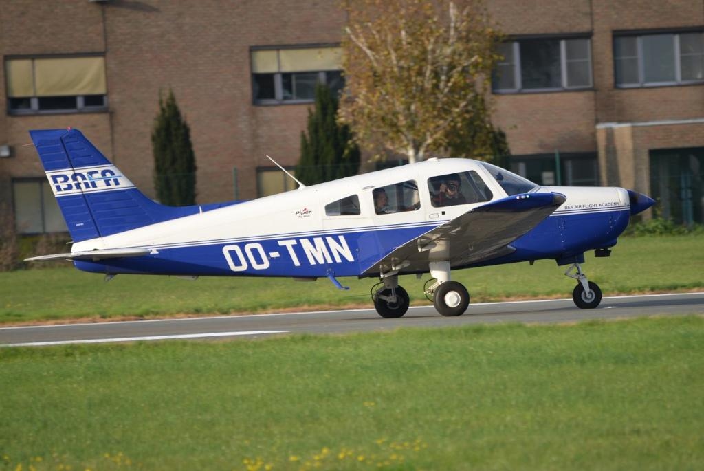Aéroport International de Courtrai-Wevelgem_ 11 novembre Piper_10