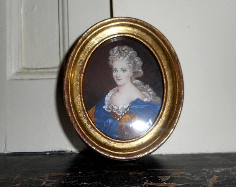 A vendre: miniatures de Marie Antoinette? _5715