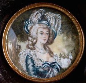 A vendre: miniatures de Marie Antoinette et de ses proches Zmin10
