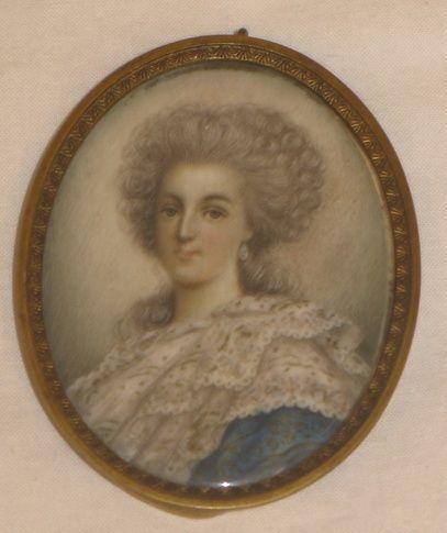 A vendre: miniatures de Marie Antoinette et de ses proches Zmin11