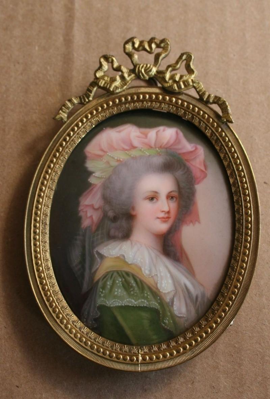 A vendre: miniatures de Marie Antoinette? Zten12